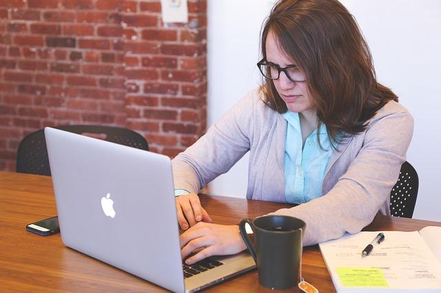 Postazione di lavoro ergonomica: ecco come progettarla